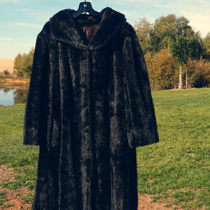 Very nice Tyber full length faux fur coat